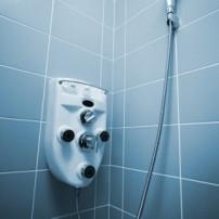 Tegelvoegen in de douche opfrissen