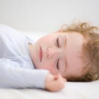 Nachtrust van baby bij eerste tandjes