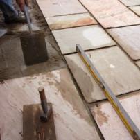 Hoe plaats je terrastegels ingelicht - Houten terras en tegels ...